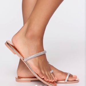 Fashion Nova rose gold toe ring sandal sz 8